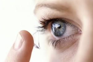 Kính áp tròng làm tăng nguy cơ bị giảm thị lực