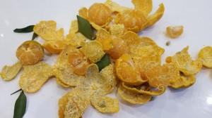 Mua quýt ăn để sức đề kháng chống dịch COVID-19 nhưng rùng mình khi thấy hiện tượng lạ bên trong quả cam tươi