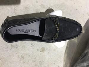 Sản xuất lượng lớn giày dép nam giả nhãn hiệu nổi tiếng