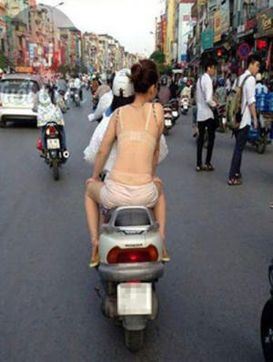 Từ 30/3: Người ăn mặc phản cảm có thể bị cảnh sát từ chối làm việc