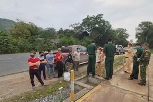 Truy đuổi ô tô chở 6 người vượt biên trốn cách ly
