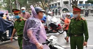 Từ 04/4, Hà Nội bắt đầu phạt người dân ra ngoài đường không có lý do