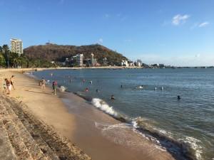 Vũng Tàu không cấm hẳn tắm biển mùa dịch Covid-19: Người đi tắm cách xa 2 mét