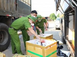 Chặn đứng xe khách chở gần 1,5 tấn thực phẩm bẩn