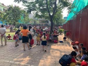 Hà Nội: Học sinh Tiểu học Đặng Trần Côn phải đứng
