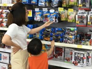 Sôi động thị trường đồ chơi trẻ em trước Tết Thiếu nhi 1/6