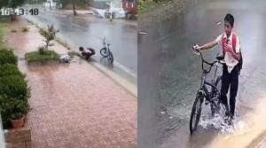 Clip cậu bé dắt xe dưới mưa dọn rác từng miệng cống: Hành động đẹp lan tỏa trên Facebook
