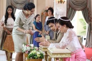 Trong ngày cưới, quan khách ngỡ ngàng với