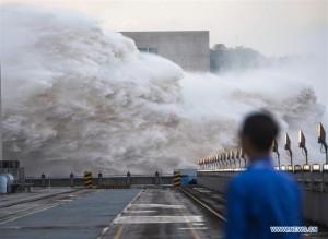 Chùm ảnh đập Tam Hiệp mở 7 cửa xả lũ khi trận lũ thứ 2 trên sông Dương Tử tràn qua