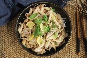 Dùng nồi cơm điện làm món đùi gà hấp muối, 30 phút có ngay món ăn thơm nức mũi