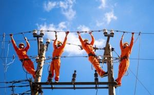 Giá điện mới: Một giá hay tính tiền 5 bậc... thì dân lợi hơn?