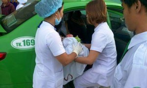 Hy hữu: Hãng xe taxi nhận kỷ lục châu Á về… đỡ đẻ trên xe