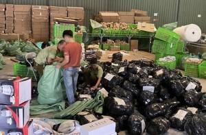 Lộ kho hàng lậu của ông chủ Trung Quốc ngay trung tâm Hà Nội