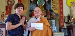 Nữ doanh nhân huy động gần 150 triệu đồng giúp xây chùa miệt vườn