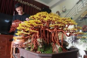 """Chiêm ngưỡng """"siêu cây"""" làm từ dây đồng, gắn hạt cườm, lớn nhất Việt Nam"""