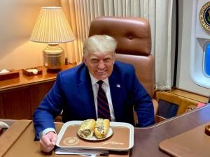 Có thật Tổng thống Trump ăn bánh mì Việt Nam trên Không lực Một?