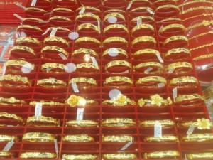 Giá vàng hụt hơi liên tiếp, một quỹ đầu tư mua 31,8 tấn