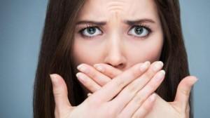 4 cách khử mùi hôi miệng siêu hiệu quả trong 4 hoàn cảnh: Vừa ngủ dậy, khi bạn lo lắng, lúc ăn no hoặc đói bụng