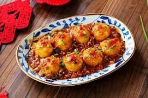 Không xào hay nấu canh, đem khoai tây vo viên rồi sốt thịt được món ngon cả nhà thích