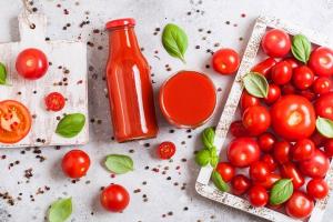 Mỗi ngày 1 cốc nước ép cà chua đẹp da, giữ dáng, phòng ung thư