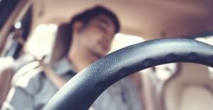 Ngủ trong xe ô tô không nên quên điều này nếu không sẽ dễ chết não