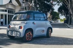 Ô tô điện nhỏ xinh 2 chỗ giá chỉ bằng chiếc xe máy SH đang khiến nhiều bà nội trợ có con nhỏ