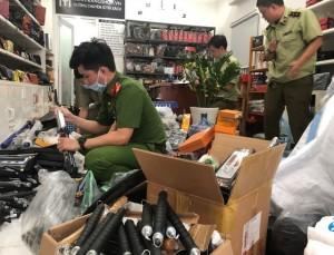 TP.HCM: Hàng nghìn hung khí nguy hiểm được bán