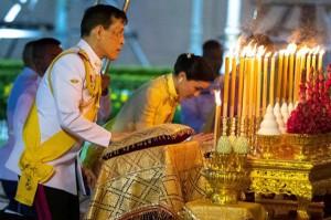 Vua và Hoàng hậu Thái Lan giờ đang ở đâu sau khi Hoàng quý phi được phục vị?