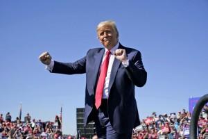 Dân mạng phát sốt trước điệu nhảy đặc trưng siêu dễ thương của Tổng thống Trump