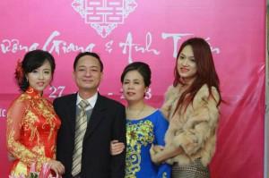 Đời tư ít biết về người chị gái gần 10 năm cho Hương Giang mượn thân phận