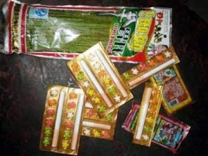 Hà Nội: Kẹo thuốc lá giá rẻ ngoài cổng trường