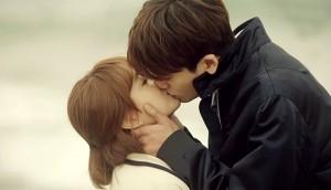 Ôm hôn sẽ 'giết chết' 2 thứ - tăng cường 2 điều, đúng với cả người sống độc thân