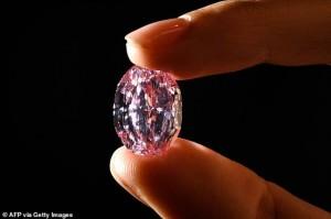 Viên kim cương hồng tím