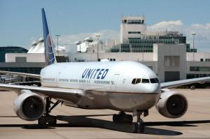Hành khách nghi mắc COVID-19 tử vong trên máy bay