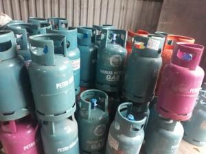Giá gas tăng vọt gần 400.000 đồng/bình khiến người tiêu dùng