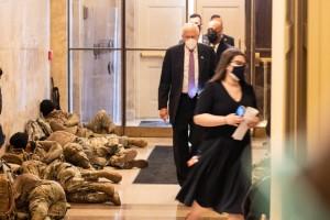 Mỹ: Vệ binh Quốc gia ngủ la liệt tại điện Capitol