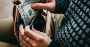 Nếu vẫn giữ 8 thói quen này thì chẳng có gì khó hiểu khi bạn mãi nghèo