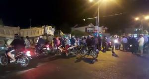 Sau va chạm giao thông, xe đầu kéo cuốn xác nạn nhân đi gần 60km