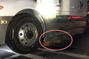 Vụ container kéo lê nạn nhân 60km: Cả tài xế và vợ ngồi trên xe đều khẳng định... không biết gì