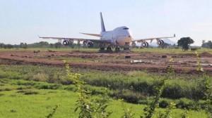 Ngủ một đêm thức dậy, dân làng choáng váng khi thấy chiếc máy bay bí ẩn mệnh danh