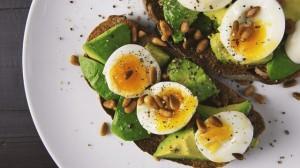 Ăn trứng giảm cân thì ai cũng biết nhưng có nên bỏ lòng đỏ không thì ít người biết