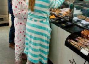Nhiều người có thói quen mặc đồ ngủ xuống ăn sáng ở khách sạn mà không biết mình đã phạm vào điều tối kỵ này
