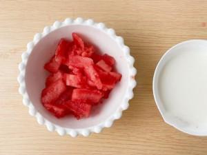 Nhà tôi mua dưa hấu về chẳng ai ăn, nhưng làm sữa lắc dưa hấu thế này thì hết nhanh vèo vèo!