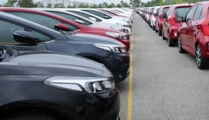Ô tô giảm giá, buôn chứng, trúng đất rủ nhau mua xe hơi