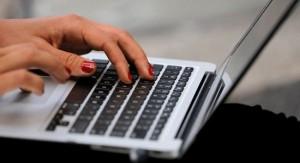 Tin buồn với học sinh, sinh viên, dân công sở: Laptop ồ ạt tăng giá