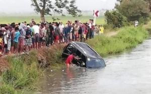 Xe hơi chở 15 người lao xuống kênh, 13 người ch.ế.t đ.u.ối