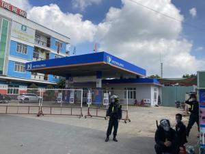 NÓNG: Công an bao vây, khám xét 2 địa điểm ở Biên Hoà