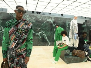Ông chủ Louis Vuitton, Dior rao bán vải, da cao cấp thừa giá từ 4 USD/mét