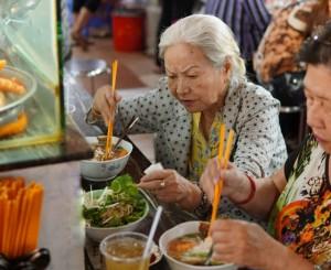 Quán bún suông tuổi đời gần 80 năm, công thức gia truyền 3 thế hệ nức tiếng chợ Bến Thành