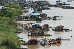 Phát hiện th.i th.ể người nhảy sông mắc Covid-19 ở Campuchia